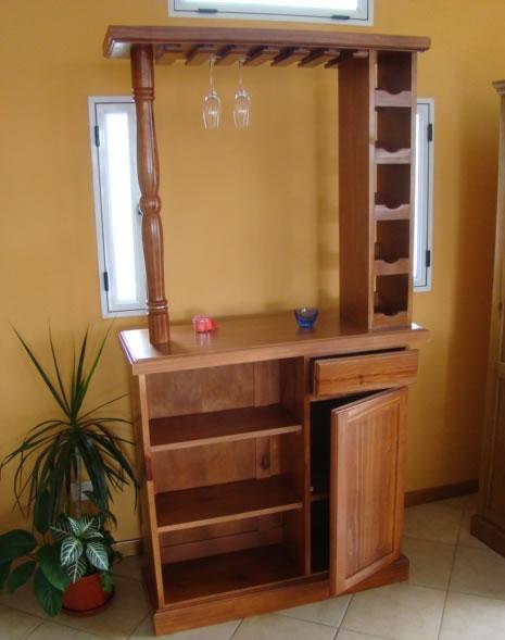 Bar con portacopas for Bares de madera para living
