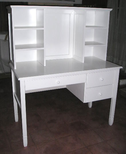 Muebles infantiles escritorio con alzada modelo pottery for Muebles infantiles modernos