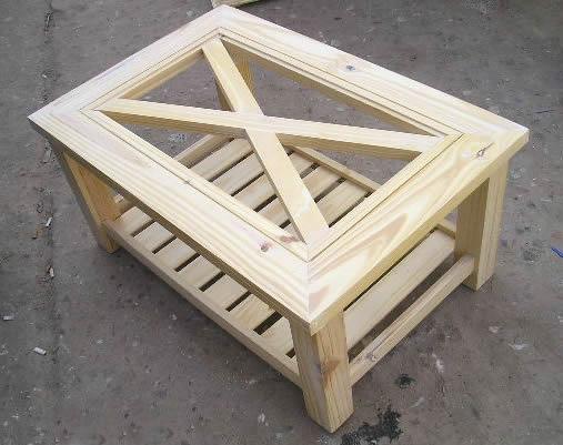 Mesa ratona tapa en cruz con revistero for Mesa de centro con cajones