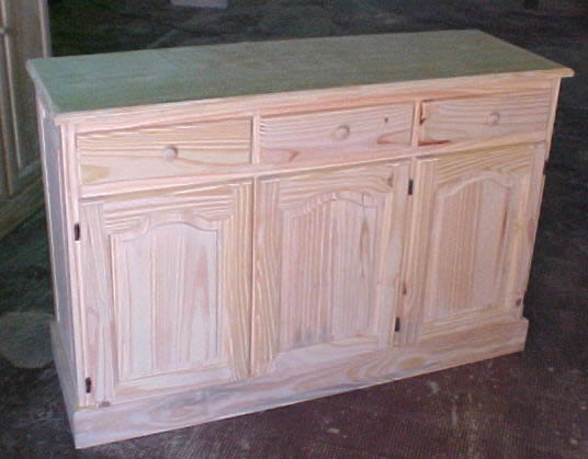 Mueble bajo living puertas replanadas y cajones for Muebles a bajo precio