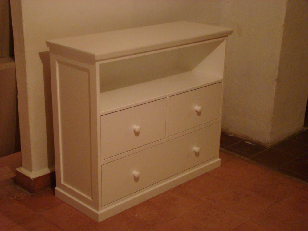 Muebles Infantiles-Cómoda Laqueada para Canastos de Mimbre