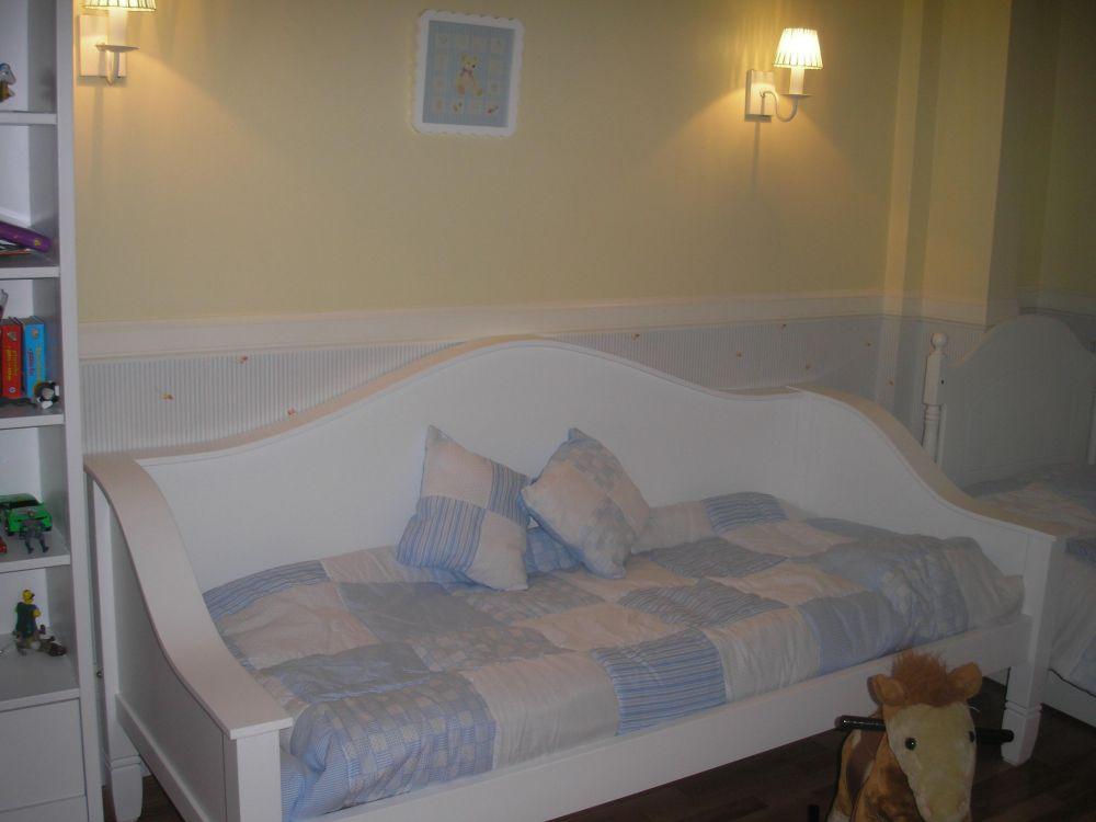 Muebles infantiles divan cama pottery laqueado for Camas divan juveniles