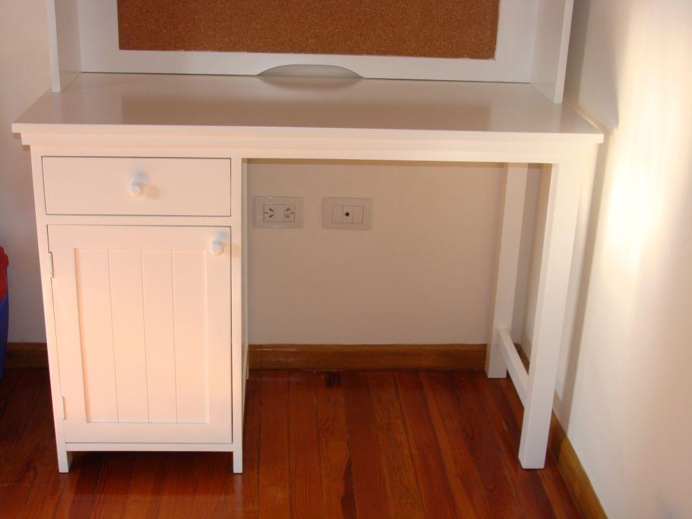 Muebles infantiles escritorio c alzada modelo p ttery for Protector de mesa escritorio
